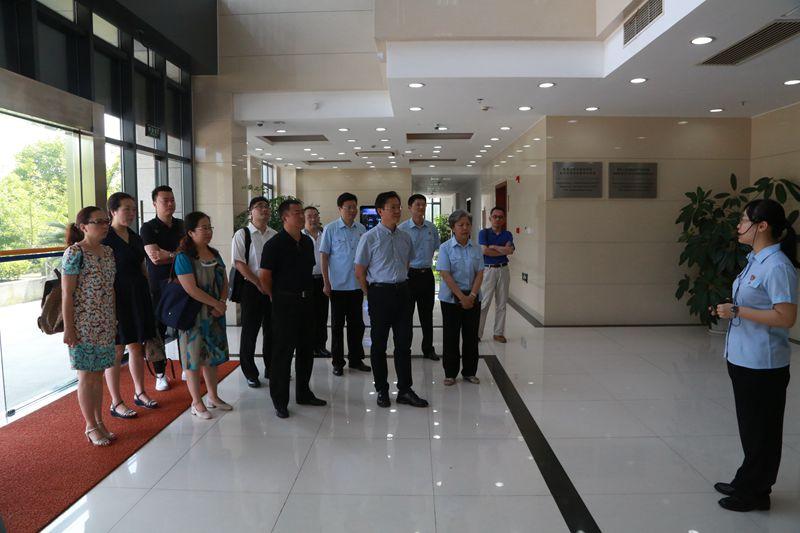 四川省高院副院长刘楠一行来浦东法院自贸庭考察交流