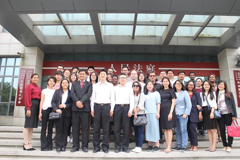 华东政法大学外国留学生至浦东法院自贸区法庭参观交流